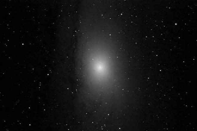 M31, T18, itelescope.net, luminance, 120 sekunder