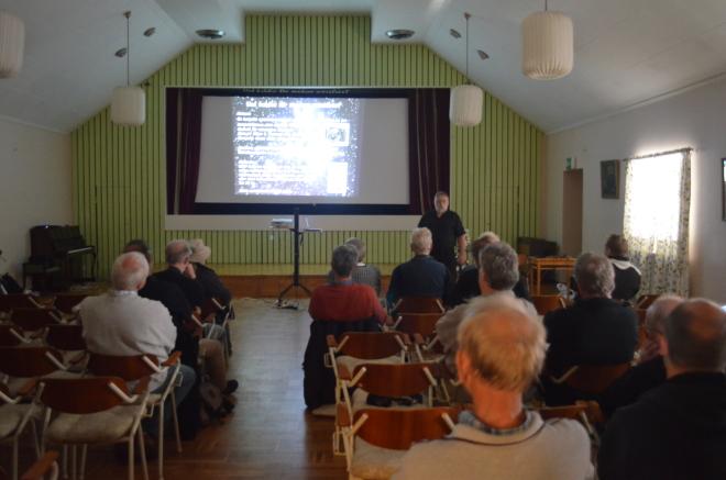 Dags för föredrag i FH:s A-sal under Sagittarius 2014 i augusti. Lördagen var som vanligt mest aktiv. Lars MAgnusson, Borgholm, har ordet. Foto: Sven Bernersson.