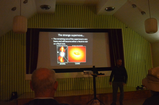 Dags för föredrag i FH:s A-sal under Sagittarius 2014 i augusti. Lördagen var som vanligt mest aktiv. Claes Martinsson, har ordet. Foto: Sven Bernersson.