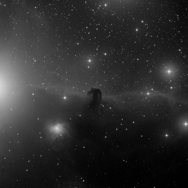 En tröstbild denna supermulna och regniga höst på IC434 Hästhuvudnebulosan, iTeleskop.net instrument T31, en halvmeters RC  i Siding Spring, Australien,  300 sekunders exponering, bin 1x1, luminance. Som synes var atmosfären en aning disig men bilden på detta klassiska objekt blev gullig. Fotot togs vid 16-tiden UT den 18.11.14. Detta är den lilla tumnagelbilden.