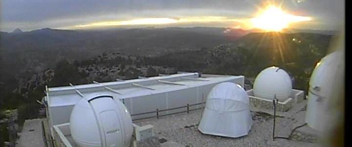 AstroCamp, Nerpio, södra Spanien, en mulen sen eftermiddag. Långa perioder var väderleken bra här, men långa perioder också dålig med hård blåst, moln, dis och dimma och ett och annat tekniskt problem i form av nätverksstrul. Foto: AstroCamp, iTelescope.net