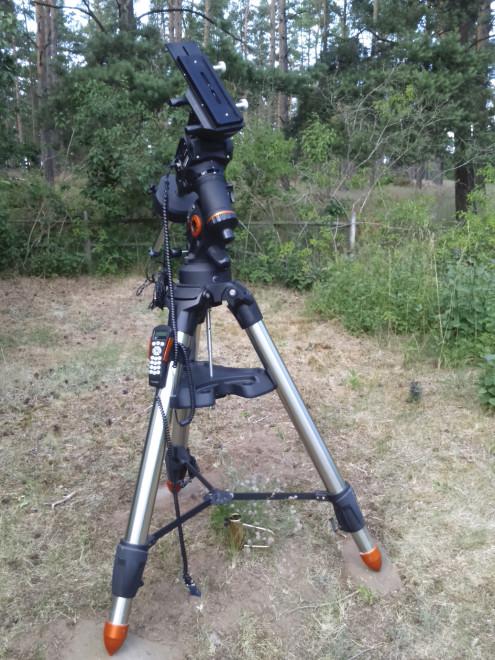 CGEM DX-tripod. Omgruppering till landsbygden och mycket bättre väder och natthimmel.