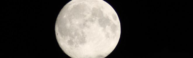 IMG_9784_full_moon_28082015_300mm_f8_tamron_tele_Canon1000D_EOS
