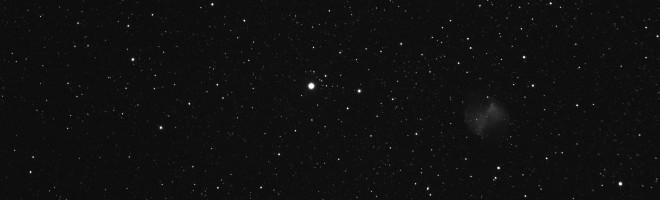 M27 den 18 september 2015 cirka 20UT, 102mm ED f/7 refraktor, enstaka 20 sekunders exponering i luminance-kanalen, bin1x1, ST83000M CCD-kamera. J Danielsson, Nybro
