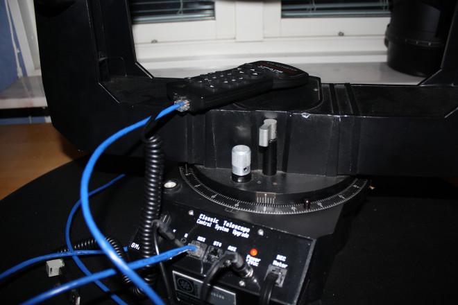 LX200 på 12 tum uppställd inomhus och uppkopplad för körning utomhus. Allt funkar ok utom guidern
