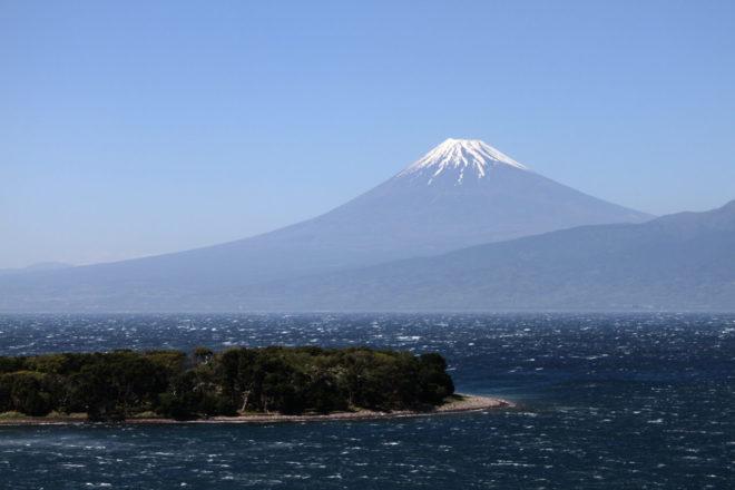 Vulkanen Mr Fuji från kustvägen på Izu halvön