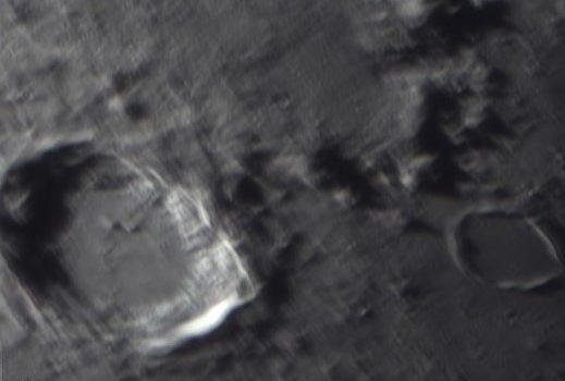 Dramatiskt landskap hos den unga månskäran