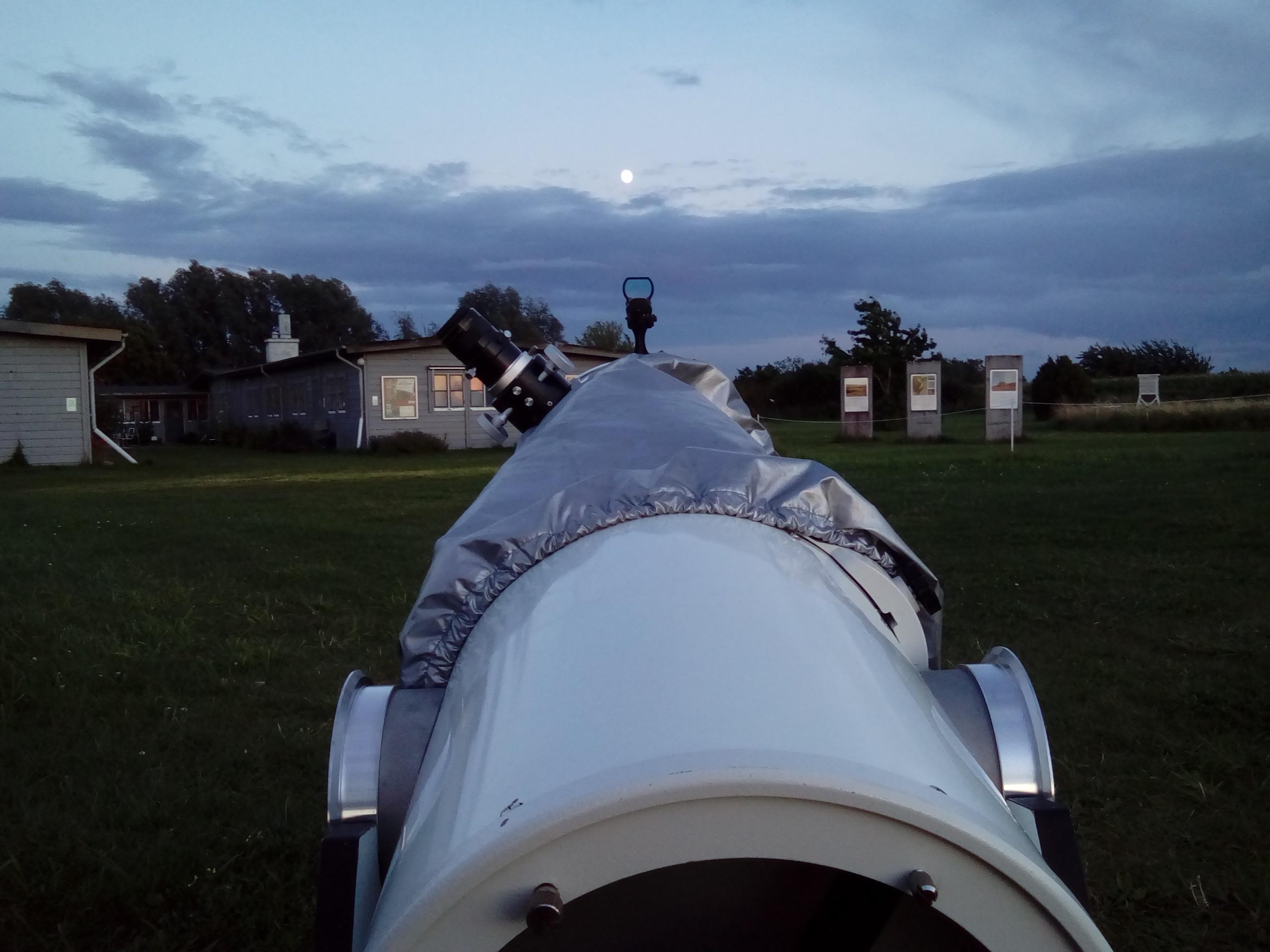 Den astronomiska visningen för allmänheten den 4 augusti lockade tyvärr få besökare.