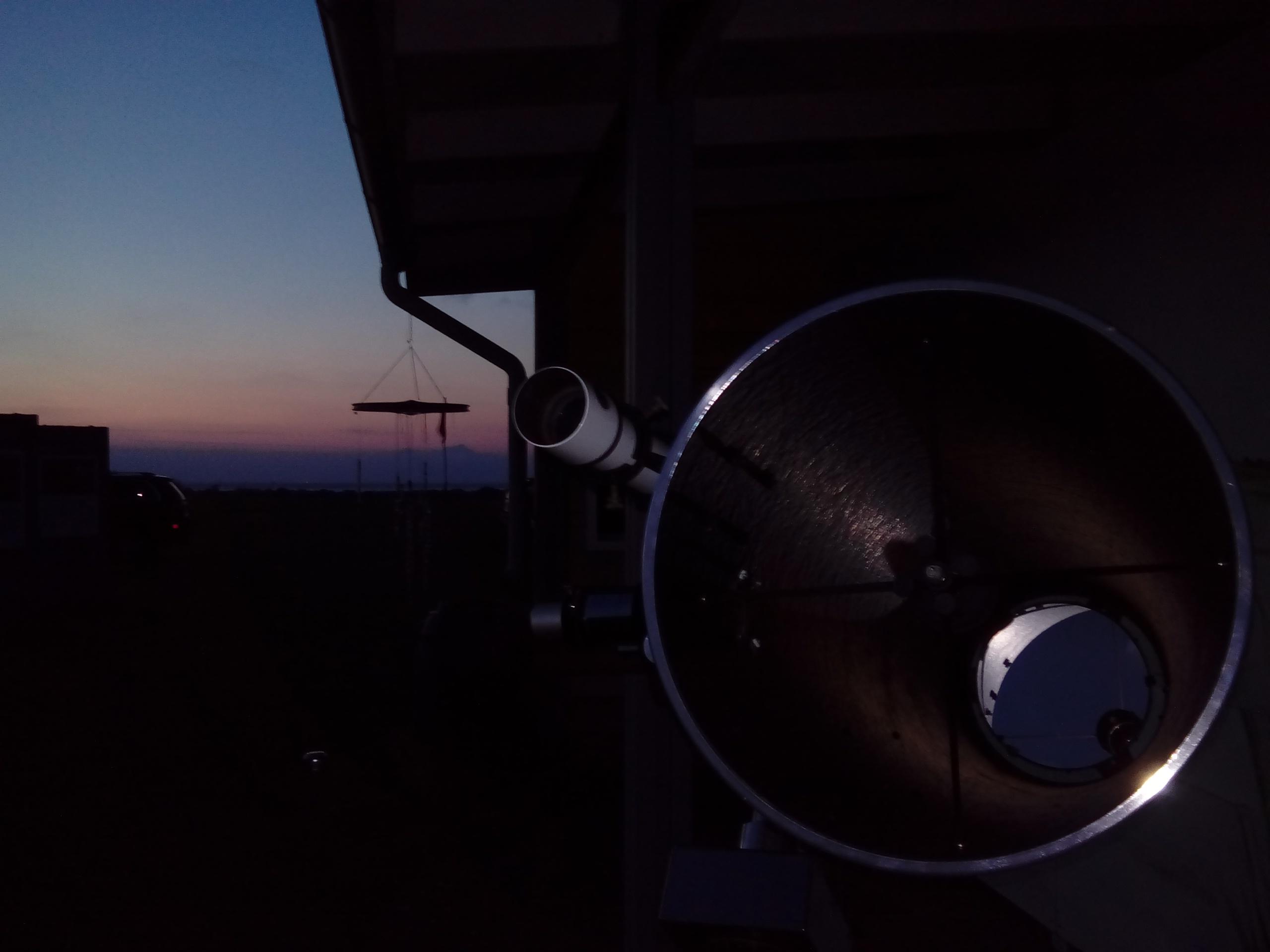 Forskarsfredag den 29.9.2017 på Station Linné på södra Öland - Upp emot 100 gäster studerade månen genom det stora teleskopet.