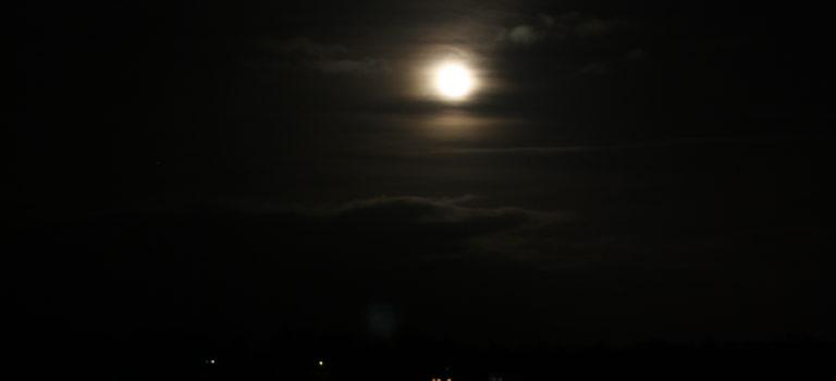En super supermåne syntes över slättlandet