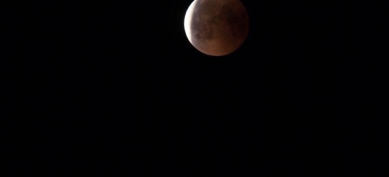 Blodmånen fotograferad från norra Öland