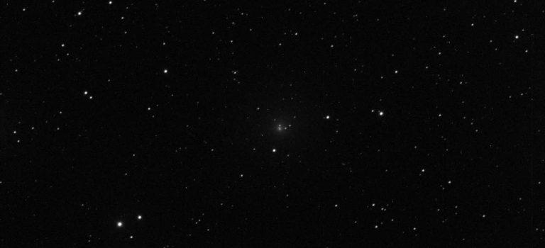 Komet 64p Swift-Gehrels är ett ljussvagt objekt i Aries