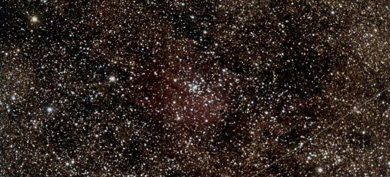 Ett vidfältsteleskop som allt för ofta störs av solblänk från satelliter