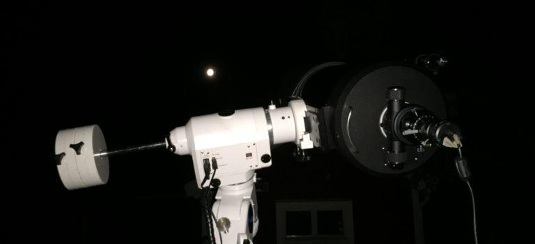 En natt ute på landsbygden i fullmånens sken