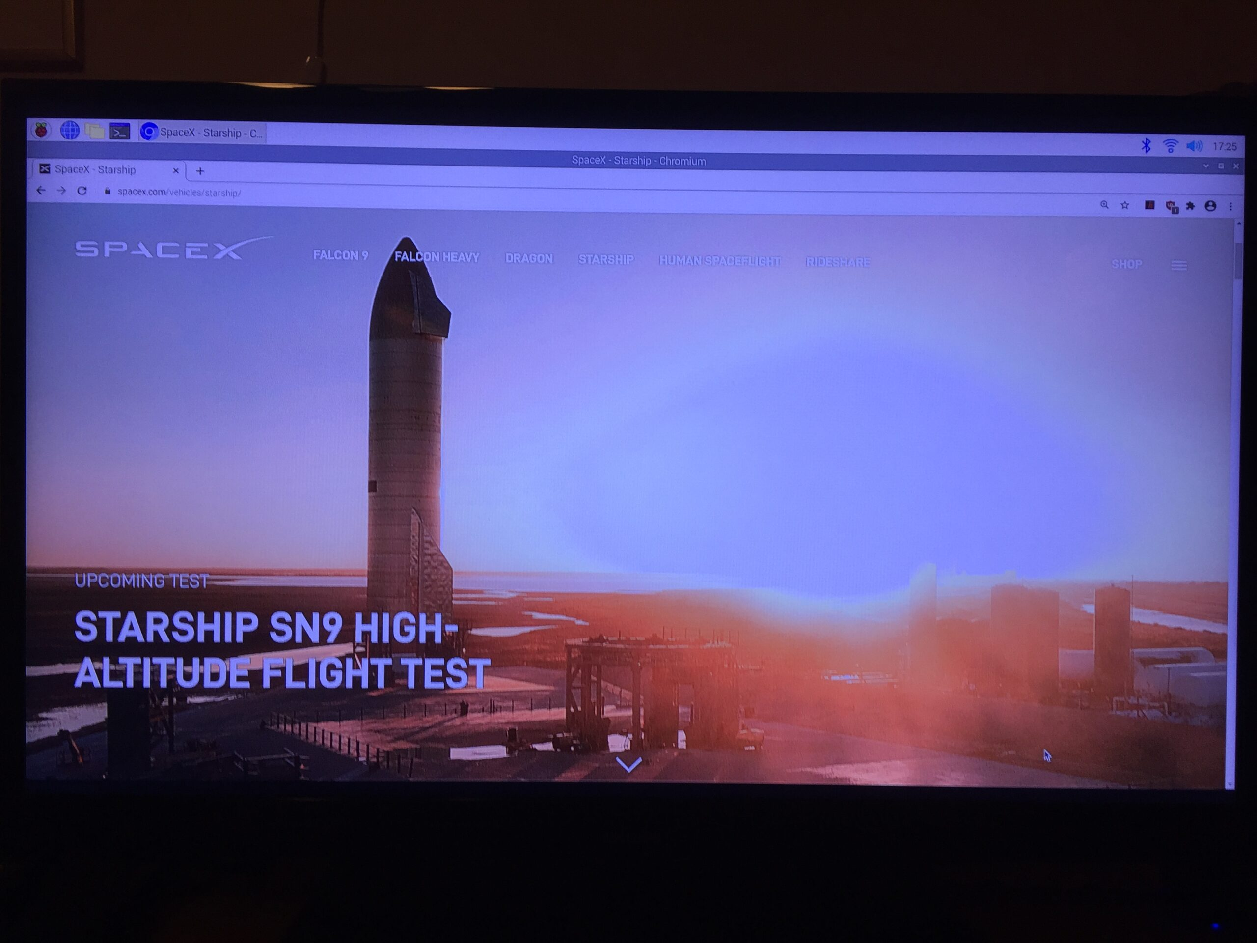 Nej, det blev inget nytt testskott med SpaceX:s nya konstruktion raketen Starship men det sker istället nu på måndag. Jag kollade ännu en gång igenom premiären med prototypraketen SN8 för en tid sedan och Rasberry Pi 4B fungerar utmärkt som multimediadator.