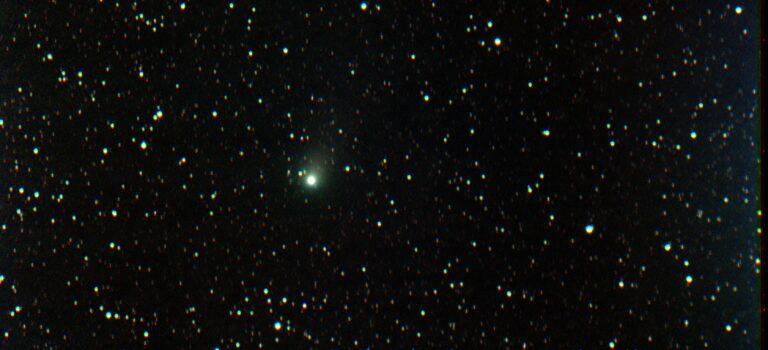 En medelbra komet från arkivet 2011